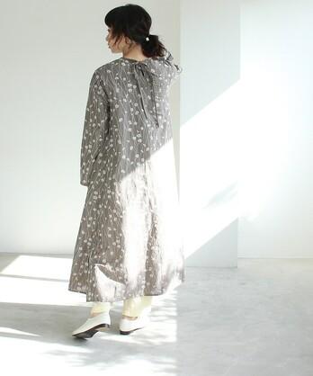 ○多色花刺繍 back ribon ワンピース