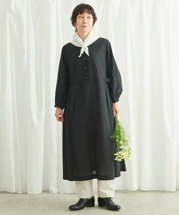 〇花刺しゅうの釦 タックワンピース