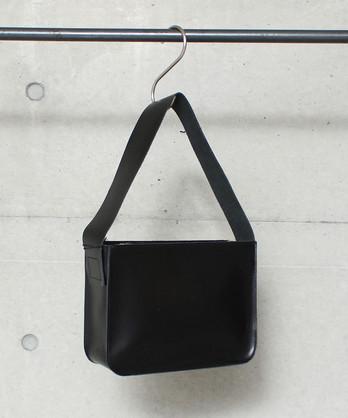 △CAPH×POMTATA BLACK BOX バッグ