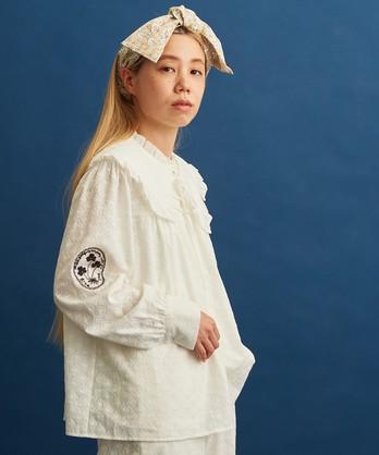 〇eiπe 刺繍生地×アップリケ刺繍 付け衿ギャザーブラウス