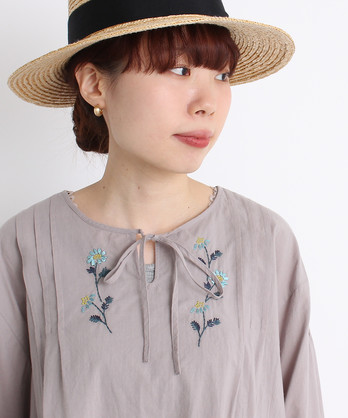 ○cdc モロッコデージー刺繍 ピンタックブラウス